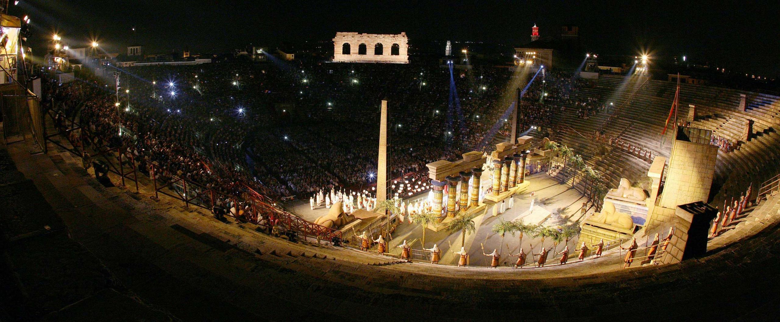arena-immagini-slide-2011-Aida1913-Foto-Ennevi-04_2-jpg_2560x1057